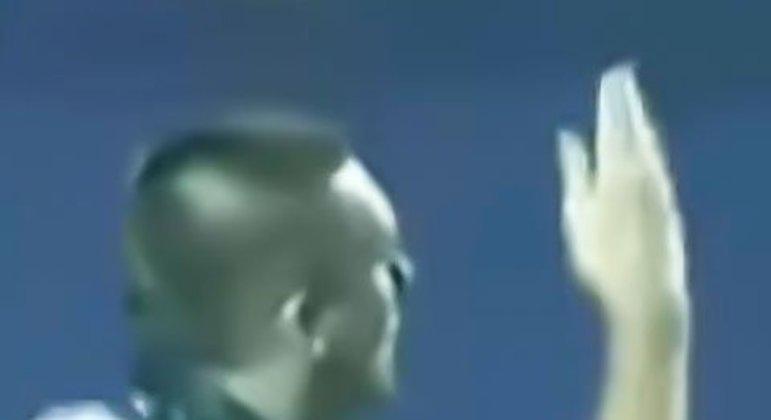 Os clássicos fizeram a cidade parar. Depois do Corinthians vencer por 4 a 3 na ida, o Palmeiras fez 3 a 2 na volta, levando a partida para os pênaltis no Morumbi. Na decisão, Marcos defendeu o último pênalti cobrado por Marcelinho Carioca e o Verdão avançou à final.