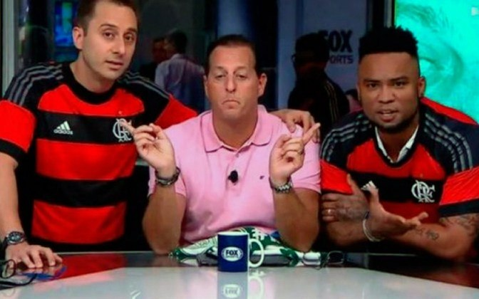Os comentaristas Carlos Alberto e Fabio Azevedo vestiram a camisa do Flamengo e cantaram o hino do time durante o programa Fox Sports Rádio em 2019. Os dois comentaristas tinham apostados com outros colegas de bancada que o Rubro-Negro perderia o duelo contra o Vasco pela 15ª rodada do Brasileirão.