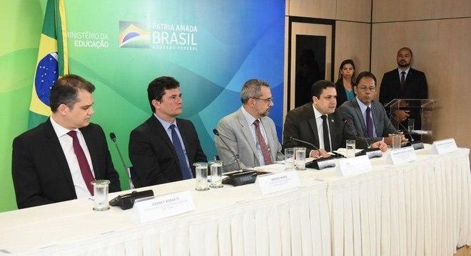 Os ministros Moro e Weintraub em lançamento de programa de bolsas de estudo