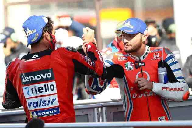 Os pilotos da Ducati comemoram a primeira fila
