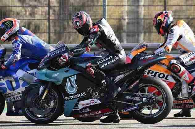 Os pilotos treinando largada após a classificação