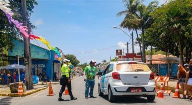 Os primeiros serão os 29 bloqueios fixos feitos de manilhas de concreto colocados nas vias da cidade