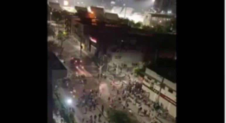Os protestos contra o governo colombiano vem acontecendo em várias partes do país, com muitos confrontos entre a população e a polícia