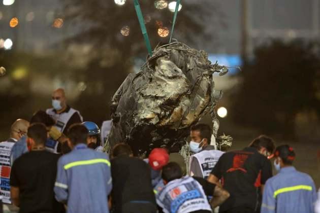 Os restos do carro carbonizado de Grosjean.