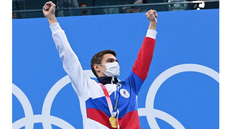 Os russos também fizeram a festa na piscina. Evgeny Rylov ficou com a medalha de ouro nos 100m costas e colocou fim ao jejum de 25 anos sem medalhas de ouro na natação. A última medalha tinha sido conquistada pela lenda russa Alexander Popov, bicampeão dos 60m e 100m livre em Atlanta-1996.