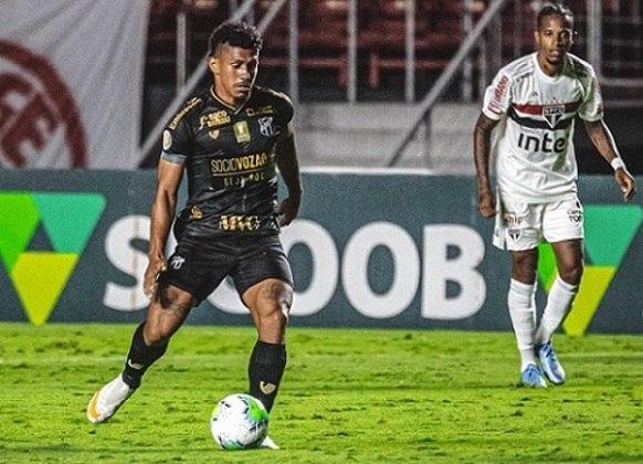 """Os segmentos mais presentes entre os patrocinadores dos clubes da Série A de 2020 foram: """"Imobiliário, construção e acabamento"""" (25 marcas diferentes) e """"Financeiro"""" (21 marcas)"""