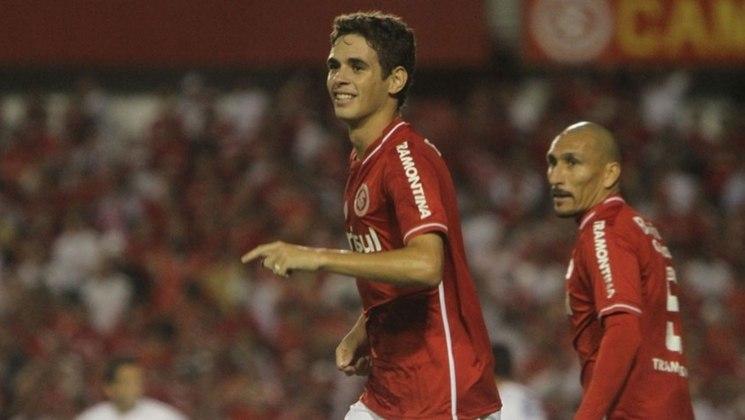 Oscar: revelado pelo São Paulo, o meia fez sucesso no Internacional, onde conquistou a Libertadores de 2010. Hoje no futebol chinês, o atleta disse que, caso volte ao Brasil, a preferência é do Colorado