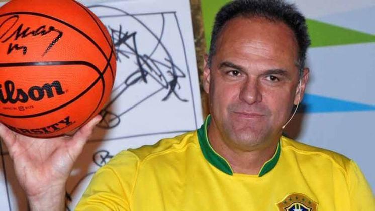 Oscar Schmidt, o Mão Santa, disputou cinco edições de Jogos Olímpicos com a camisa da Seleção Brasileira de basquete. Ele é um dos recordistas no quesito na história da modalidade.