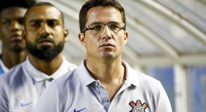 Osmar Loss era auxiliar de Carille. Ele é o novo técnico do Corinthians