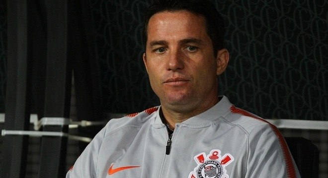 Osmar Loss perdeu o cargo de técnico do Corinthians após derrota para o Ceará