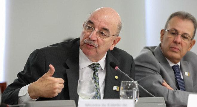 Osmar Terra critica suspensão de aulas como combate ao coronavírus