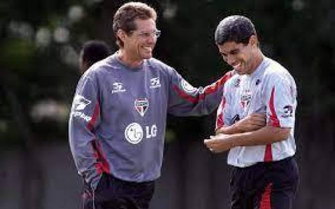 Oswaldo de Oliveira - Em 2002 treinou o São Paulo, que contava com estrelas do porte de Ricardinho, Rogério Ceni e Kaká, e era o favorito absoluto para a conquista do título. Não venceu o Brasileiro e foi campeão do Supercampeonato Paulista.