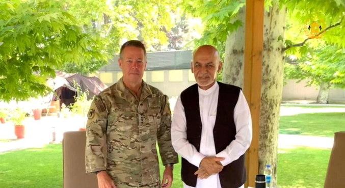 Chefe das forças americanas e da OTAN no Afeganistão deixa cargo