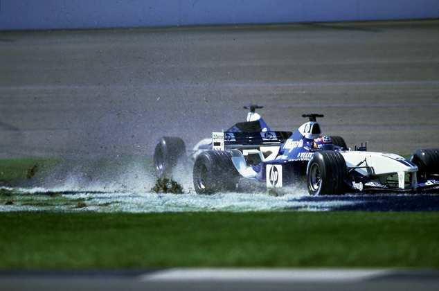 Outra batalha interna marcante na Williams foi entre Juan Pablo Montoya e Ralf Schumacher, que eliminou o rival do GP dos Estados Unidos de 2002 com um toque na asa traseira