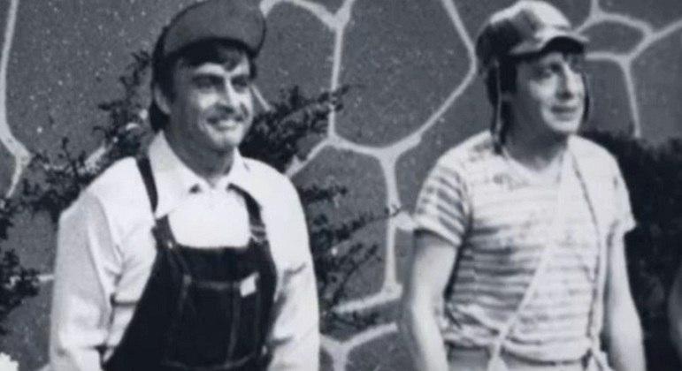Outra curiosidade marcante é que o ator que interpretava Godinez era irmão de Roberto Bolaños, o Chaves. Seu nome era Horacio Gómez Bolaños e ele faleceu de infarto.