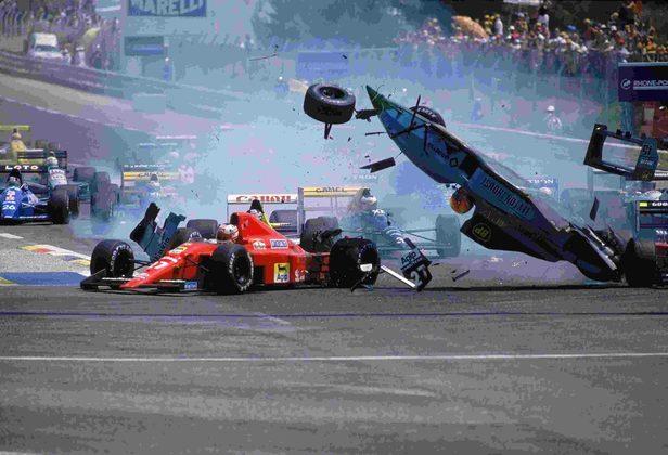 Outra Ferrari que pegou fogo foi a de Gerhard Berger no GP de San Marino de 1989. Com queimaduras nas mãos e uma costela quebrada, perdeu apenas a corrida em Mônaco e voltou a competir.