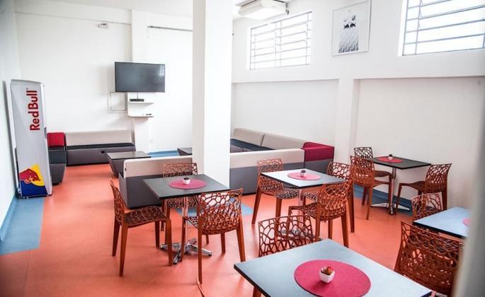 Outra novidade desde a chegada da Red Bull é o lounge destinado para atletas e comissão técnica.