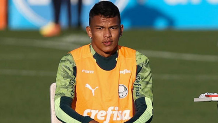 Outro brasileiro na lista é o atacante palmeirense Gabriel Verón.