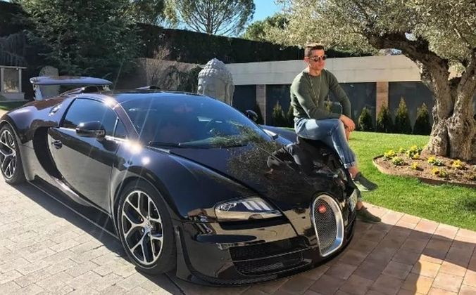 Outro carrão da Bugatti que Cristiano Ronaldo possui é o Veyron, comprado na época da conquista da Eurocopa com Portugal, em 2016. Este modelo é avaliado em cerca de R$ 10 milhões.