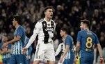 Outro hat-trick icônico de Cristiano Ronaldo foi contra o Atlético de Madrid, na temporada passada, pelas oitavas de final da Liga dos Campeões. Já com a camisa da Juventus, CR7 marcou os três da vitória, por 3 a 0, sobre o antigo rival dos tempos de Real Madrid e classificou a Juve para as quartas de final. Na ida, a Velha Senhora tinha perdido por 2 a 0. Esse é o primeiro e único hat-trick do português com a camisa do clube italiano.