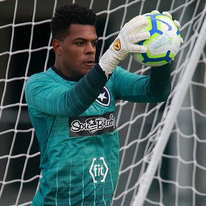 Outro jogador que está deixando o Botafogo é o goleiro Saulo, que também não teve o contrato renovado