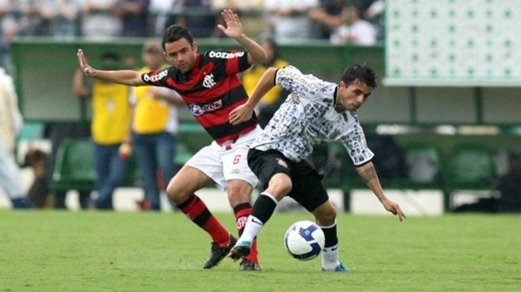 """Outro jogador que ficou conhecido por ser o """"Novo Messi"""" é Matías Defederico. O argentino chegou ao Corinthians em 2009 como grande promessa do futebol sul-americano. No entanto, não teve sucesso nos gramados e se aposentou no início de 2021"""