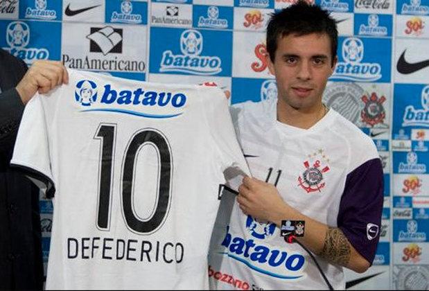 """Outro jogador que ficou conhecido por ser o """"Novo Messi"""" é Matías Defederico. O argentino chegou ao Corinthians em 2009 como grande promessa do futebol sul-americano. No entanto, não teve sucesso nos gramados e se aposentou no início de 2021."""
