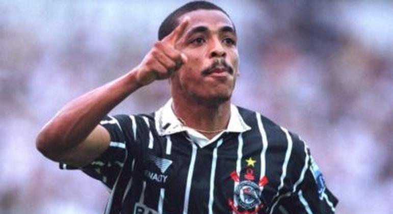 Outro jogador que teve sua melhor fase na carreira pelo clube foi Vampeta, que foi campeão do Mundial de Clubes e bicampeão brasileiro.