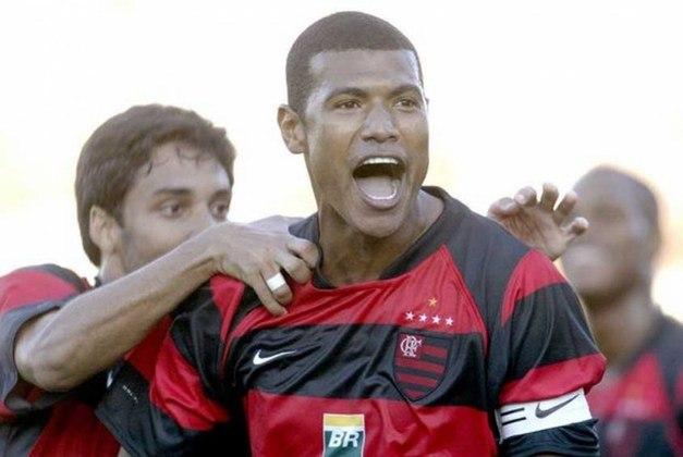 Outro jogador renomado que foi campeão pelos dois clubes é Júnior Baiano. O ex-zagueiro conquistou o Brasileirão de 1992 pelo Flamengo e a Libertadores de 1999 com o Palmeiras.