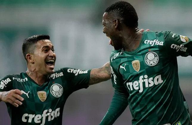 Outro que chega forte na disputa pela Glória Eterna, o Palmeiras venceu um clássico nas quartas de final: após empatar por 1 a 1 contra o São Paulo no Morumbi, o Alviverde venceu por 3 a 0 no jogo da volta, no Allianz Parque. Agora o Verdão enfrenta o Atlético-MG na semifinal.
