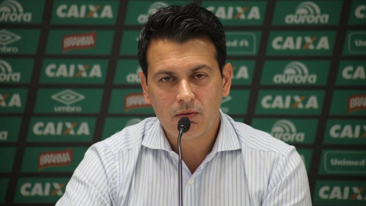 Outro que chegou para a diretoria foi Rui Costa. O profissional é o diretor-executivo do São Paulo e entrou no lugar de Raí.