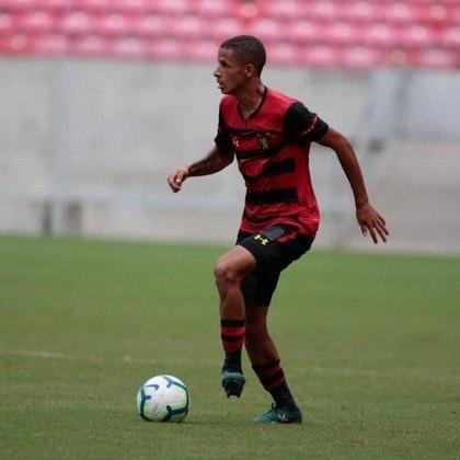 Outro que também estreou quatro jogadores da base neste ano é o Sport, que deu chaces para Ewerthon (meia, 19 anos), Luciano Juba (lateral-esquerdo, 19 anos), Rafael (lateral-direito, 18 anos) e Júlio César (atacante, 17 anos).
