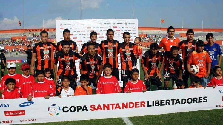 Outro time que surpreendeu neste torneio continental foi o Jaguares de Chiapas, em 2011, quando conseguiu chegar às quartas de final. A equipe mexicana ficou em segundo do seu grupo, atrás do Internacional e à frente do Emelec. Nas oitavas, eliminou o Junior Barranquilla e depois perdeu para o Cerro Porteño.