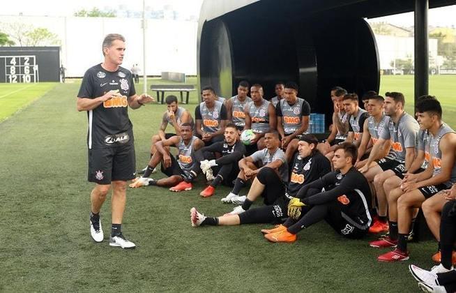 Outubro - Com Dyego Coelho no comando de forma interina, o time não deu sinais de reação e acabou na zona de rebaixamento do Brasileirão. Com isso, o Corinthians foi buscar Vagner Mancini para recuperar a equipe na competição. O técnico venceu três dos quatro jogos da equipe no campeonato naquele mês.
