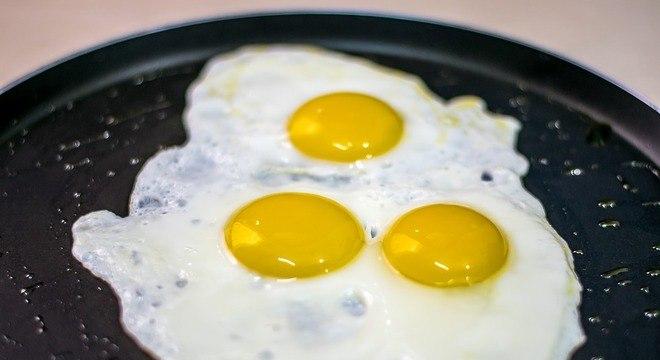 Consumo de três ovos por semana pode aumentar risco de AVC