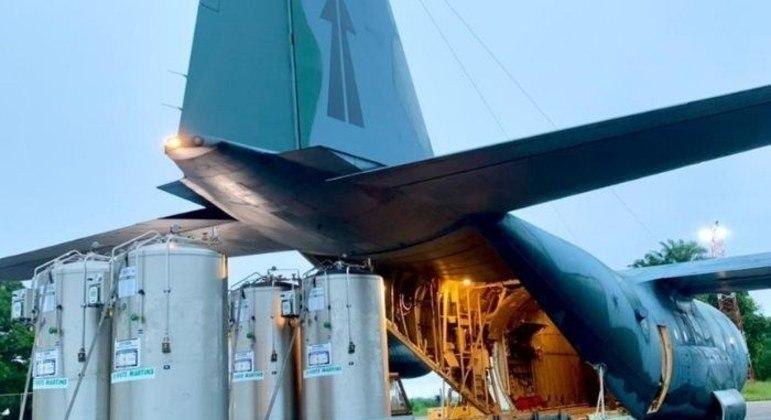 Cerca de 386 cilindros de oxigên io foram transportados para Manaus, capital do Amazonas