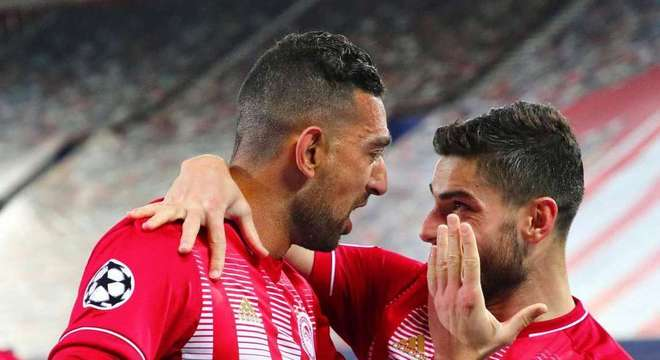 Ahmed Hassan e Valbuena, do Olympiacos
