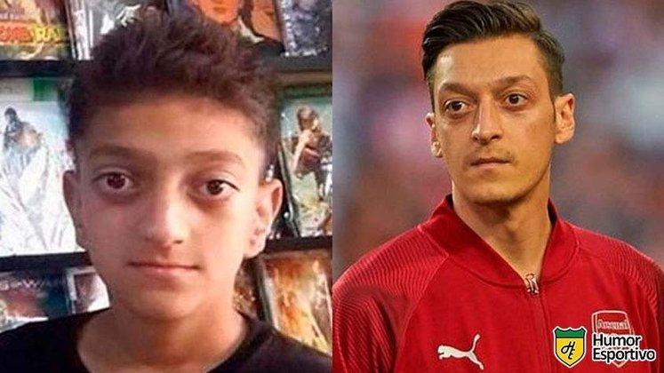 Özil não mudou quase nada... ou vão me falar que esse menino não é ele?