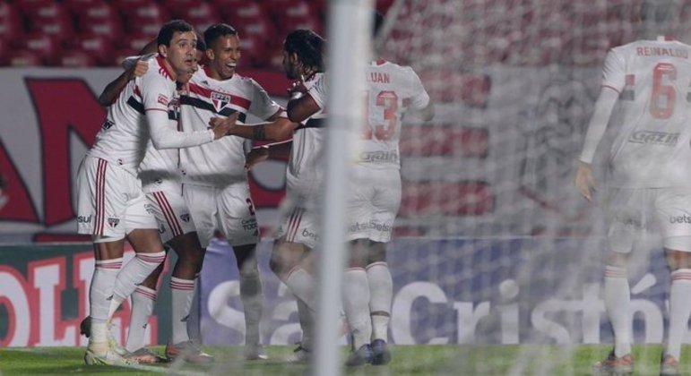 Pablo comemora o quarto gol do São Paulo. Benítez teve atuação desequilibrante