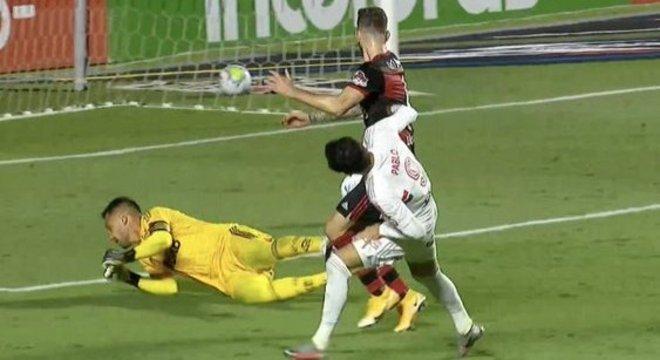 Pablo marcou o terceiro gol. São Paulo implacável diante do Flamengo