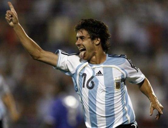 Pablo Aimar surgiu para o futebol mundial no final da década de 1990, no River Plate. Por ser um meio-campista argentino, também foi comparado a Maradona. Aimar chegou a defender a seleção argentina nas Copas de 2002 e 2006. Porém, não teve o mesmo sucesso que o craque argentino e hoje é treinador das seleções de base de seu país
