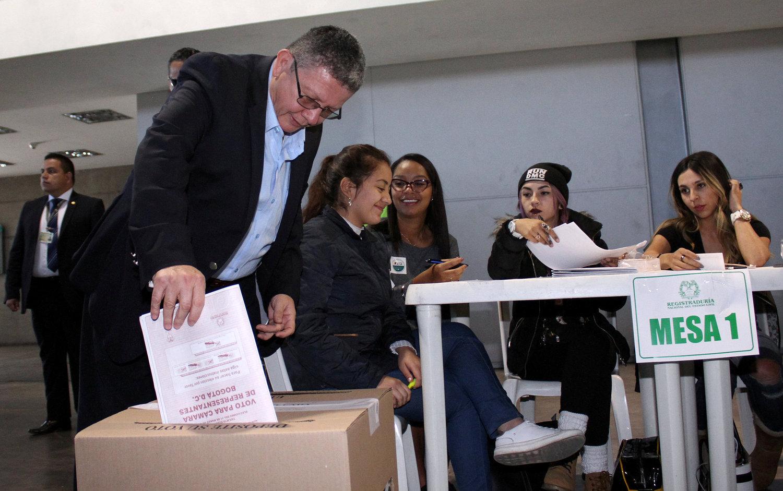 Colômbia tem falta de cédulas para votação