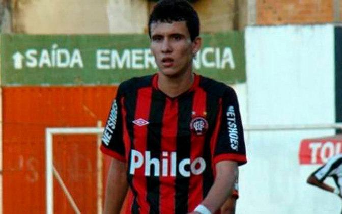 Pablo estreou em 2011 no time profissional do Athletico, porém nos dois primeiros anos da sua carreira não teve muitas chances e era escalado juntamente com os reservas no estadual, não fazendo nenhum gol nos primeiros anos de Furacão.