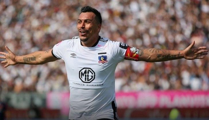 Pablo Milad, novo presidente da Associação Nacional de Futebol Profissional (ANFP) do Chile , prevê o retorno do futebol para dia 14 de agosto. Na foto, Esteban Paredes, do Colo-Colo.