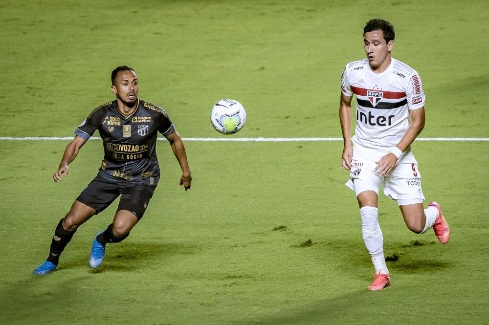 São Paulo seguiu inseguro, afobado, tenso. Travado contra o fraco Ceará, no Morumbi