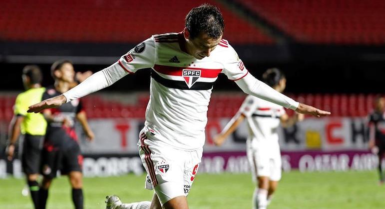 Pablo marcou o primeiro gol do São Paulo. 2 a 0 foi muito disputado
