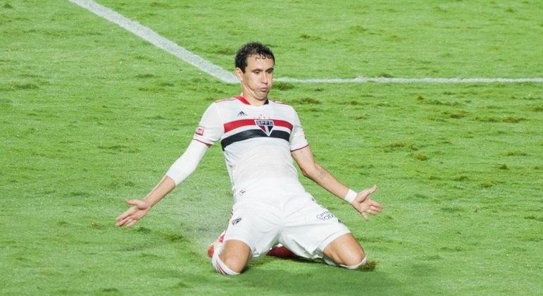 Pablo comemorou com muita euforia. Com razão. Marcou um belíssimo gol