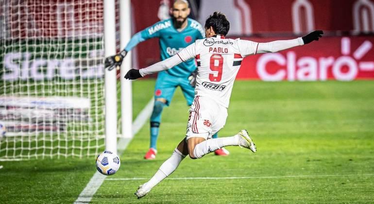 Pablo, que não estava bem na partida e não marcava há oito jogos, fez o segundo gol tricolor