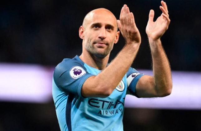 Pablo Zabaleta - Após anos defendendo as cores do Manchester City, o lateral direito atuou por três temporadas no West Ham antes de se aposentar em 2020