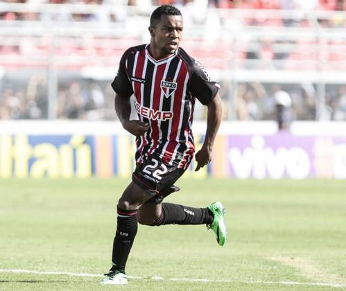 PABÓN - Vindo do Valencia, da Espanha, o colombiano Pabón chegou com expectativa ao São Paulo no ano de 2014. Porém, fez 18 jogos, marcou só dois gols e deixou o clube